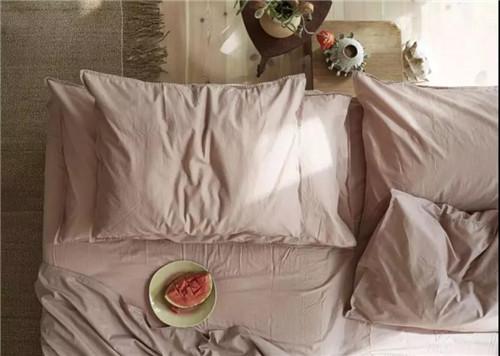 床头忌讳不靠墙壁