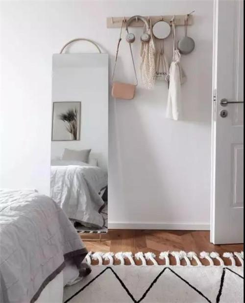 镜子与落地门窗不宜对床